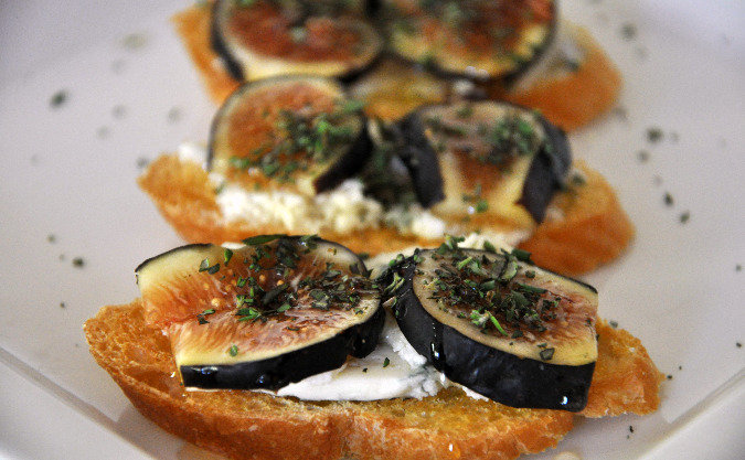 Crostini with Figs and Gorgonzola | All Four Burners